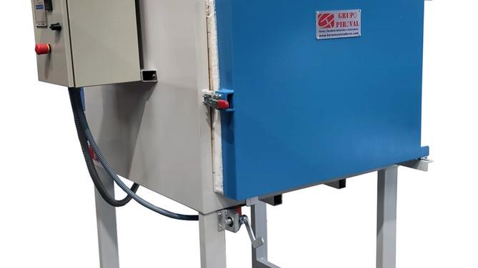 Horno eléctrico destinado al tratamiento de plásticos