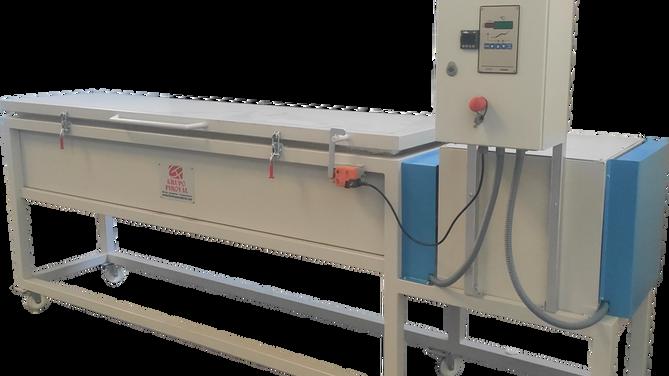 Horno eléctrico destinado a la pirólisis de husillos empleados en la extrusión de plásticos