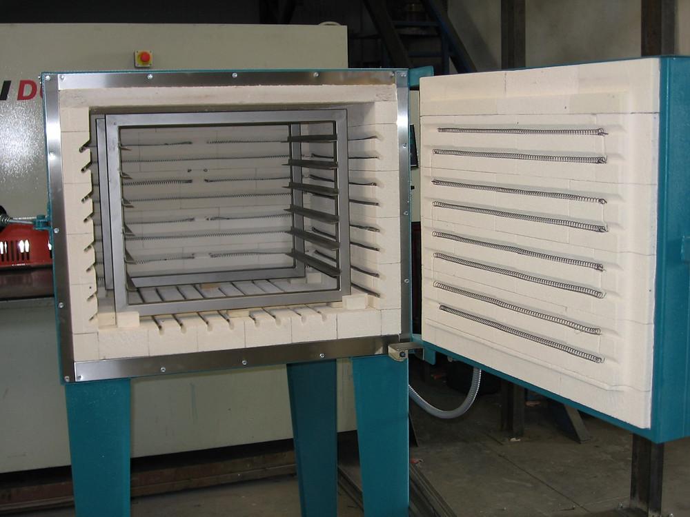 Horno eléctrico para tratamiento térmico de piezas metálicas