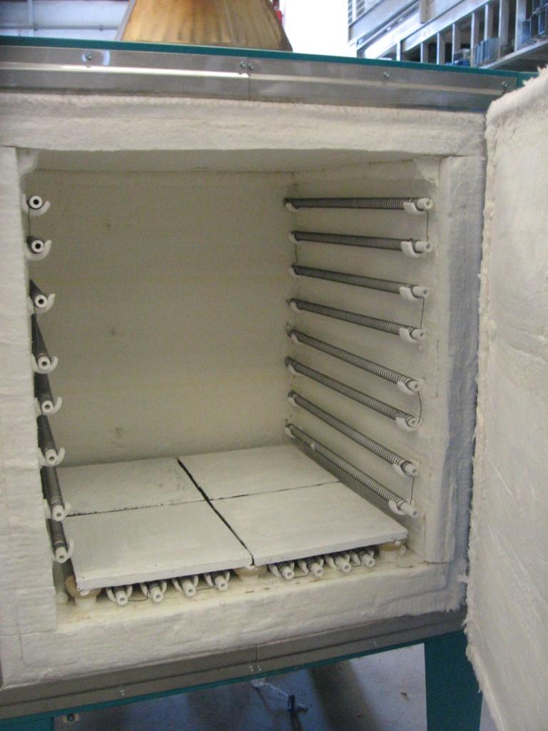 Horno eléctrico para tratamientos térmicos con chimenea y enfriamiento rápido Abierto