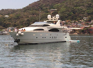 100ft azimut boat rental in panama