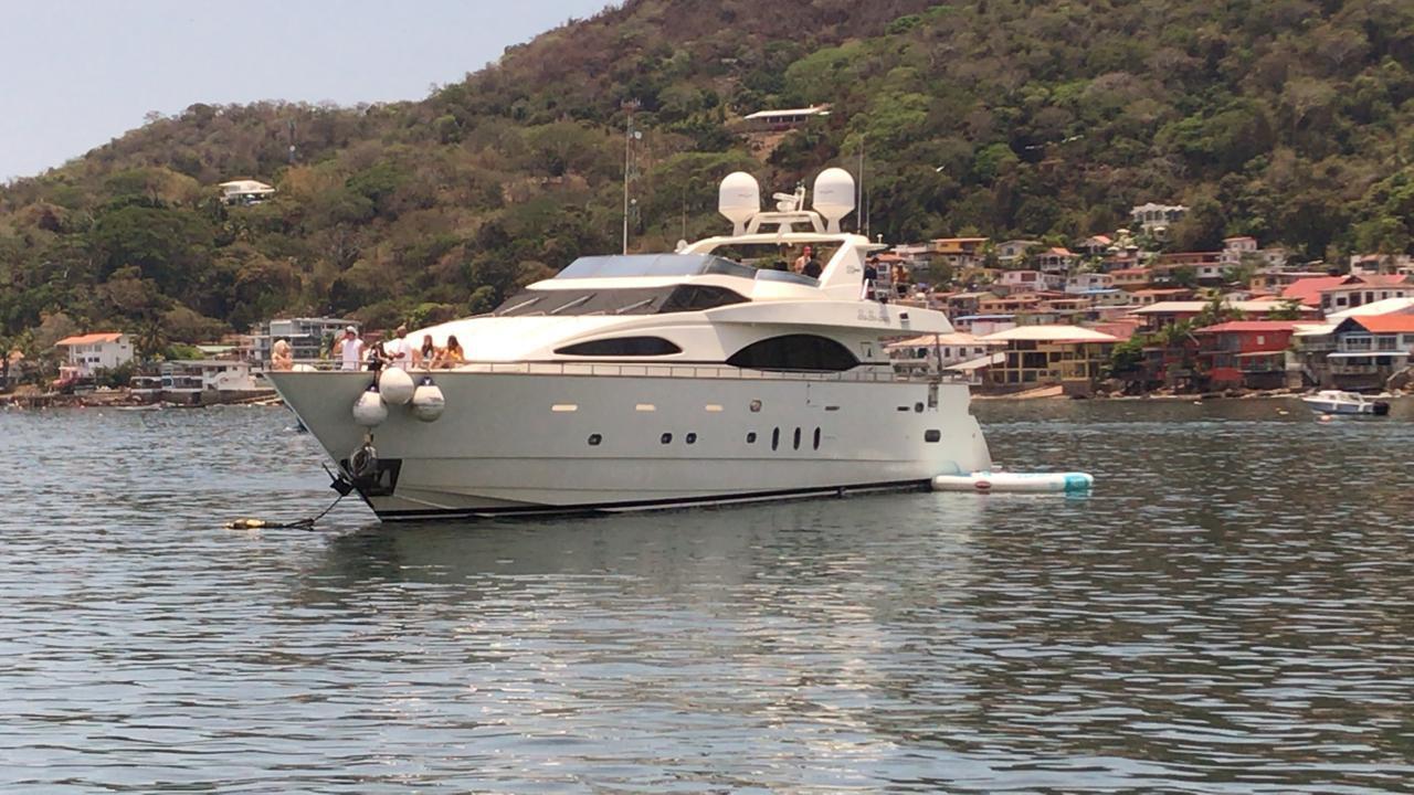 100ft azimut yacht charter in panama