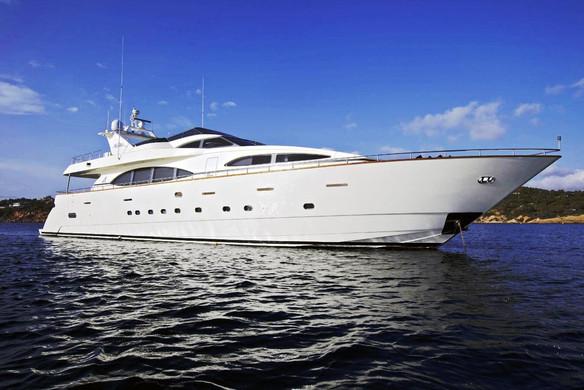 Alquiler de barco azimut de 105 pies en panamá
