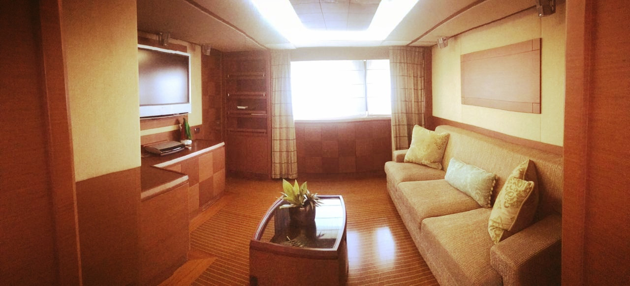 lounge room of 105ft azimut boat rental in panama
