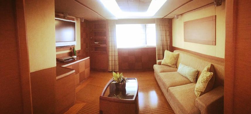 salón de alquiler de barco azimut de 105 pies en panamá