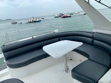 upper deck 54ft carver boat rental in panama