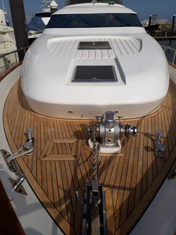 bow of 70ft moiari yacht charter in panama