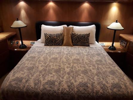 bedroom of 70ft moiari yacht charter in panama