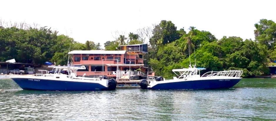 panama sportfishing lodge photo with fleet at dock