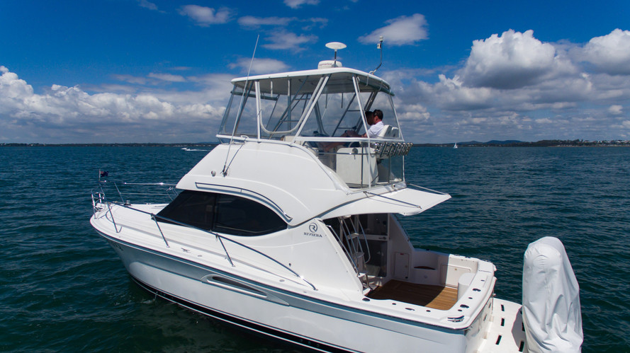 exterior view of 33ft riviera for rental in panama