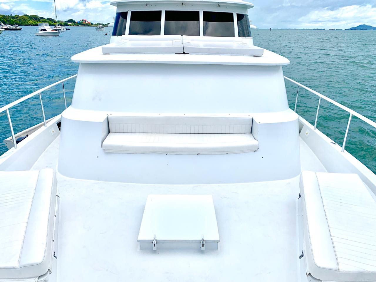 bow of 90ft broward yacht for charter in panama