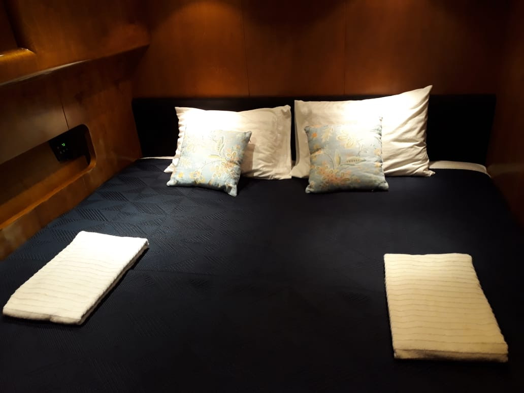 bedroom 70ft moiari yacht charter in panama