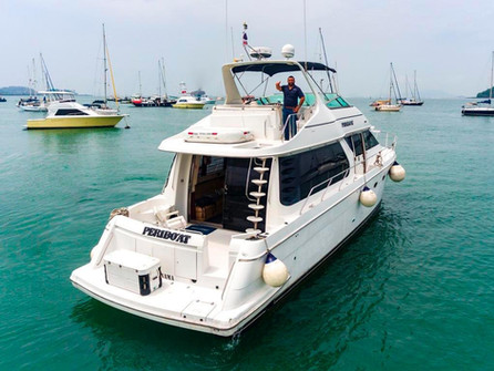 aerial stern view of 54ft carver boat rental in panama