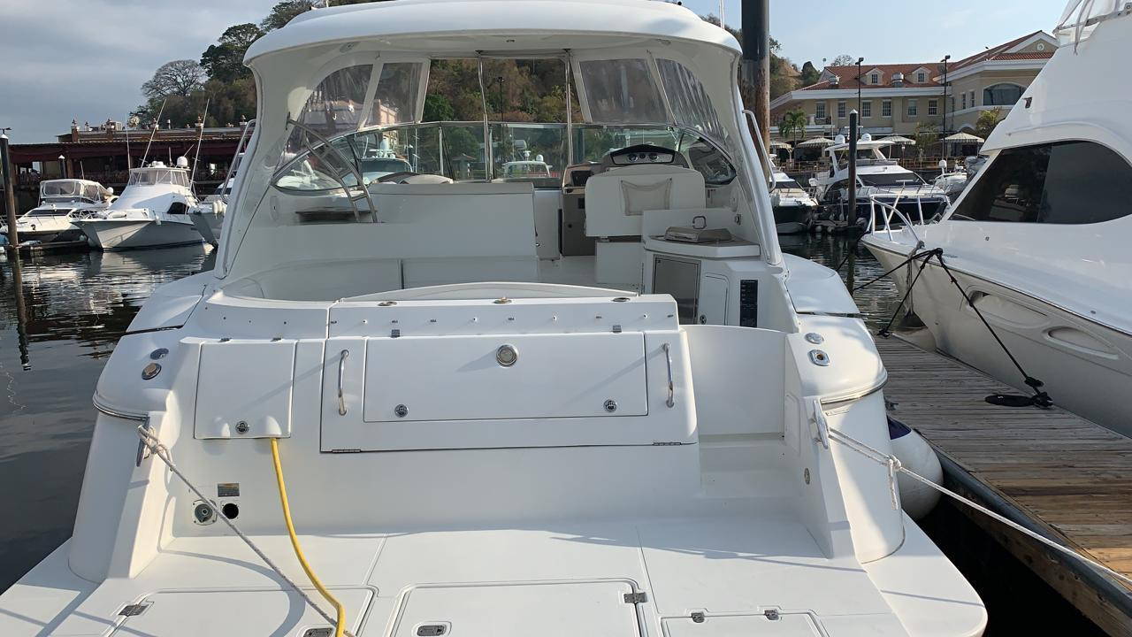 stern of 46ft cruiser boat for rent in Panama