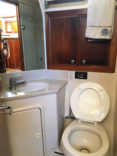 bathroom on 33ft riviera for charter in panama