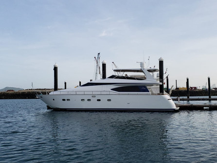 70ft moiari yacht charter in panama