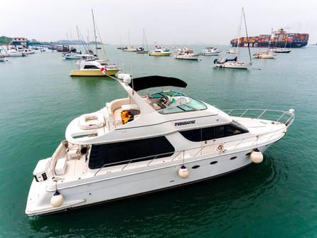 Vista aérea de 54 pies de alquiler de barco carver en Panamá