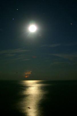 Луна, гроза, море