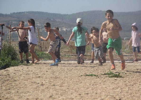 מה עושים העם הילדים בקיץ?