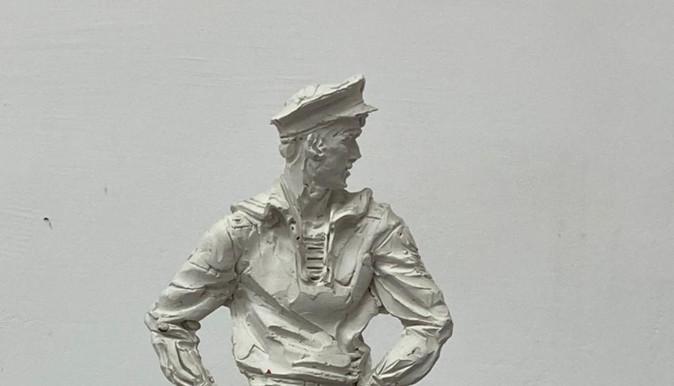Скульптура парнишки