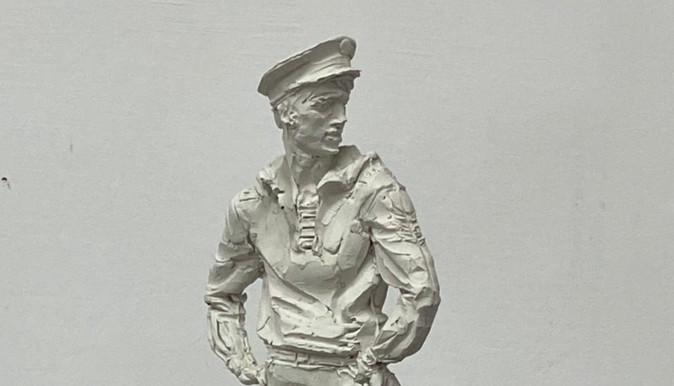 Скульптура парнишка