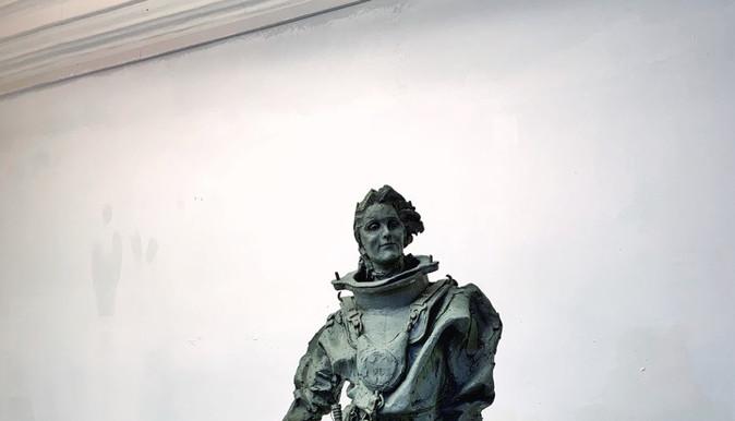 Скульптура аквалангиста