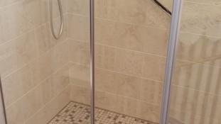 La douche remplace une baignoire