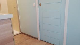 Porte coulissante fermée côté salle d'eau
