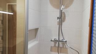 Niche dans une cloison Placo dans l'espace douche