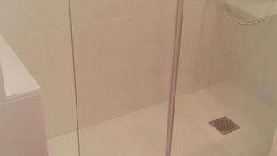 Comment gérer les nourrices sous les baignoires ?