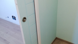 Salle de douche avec porte coulissante