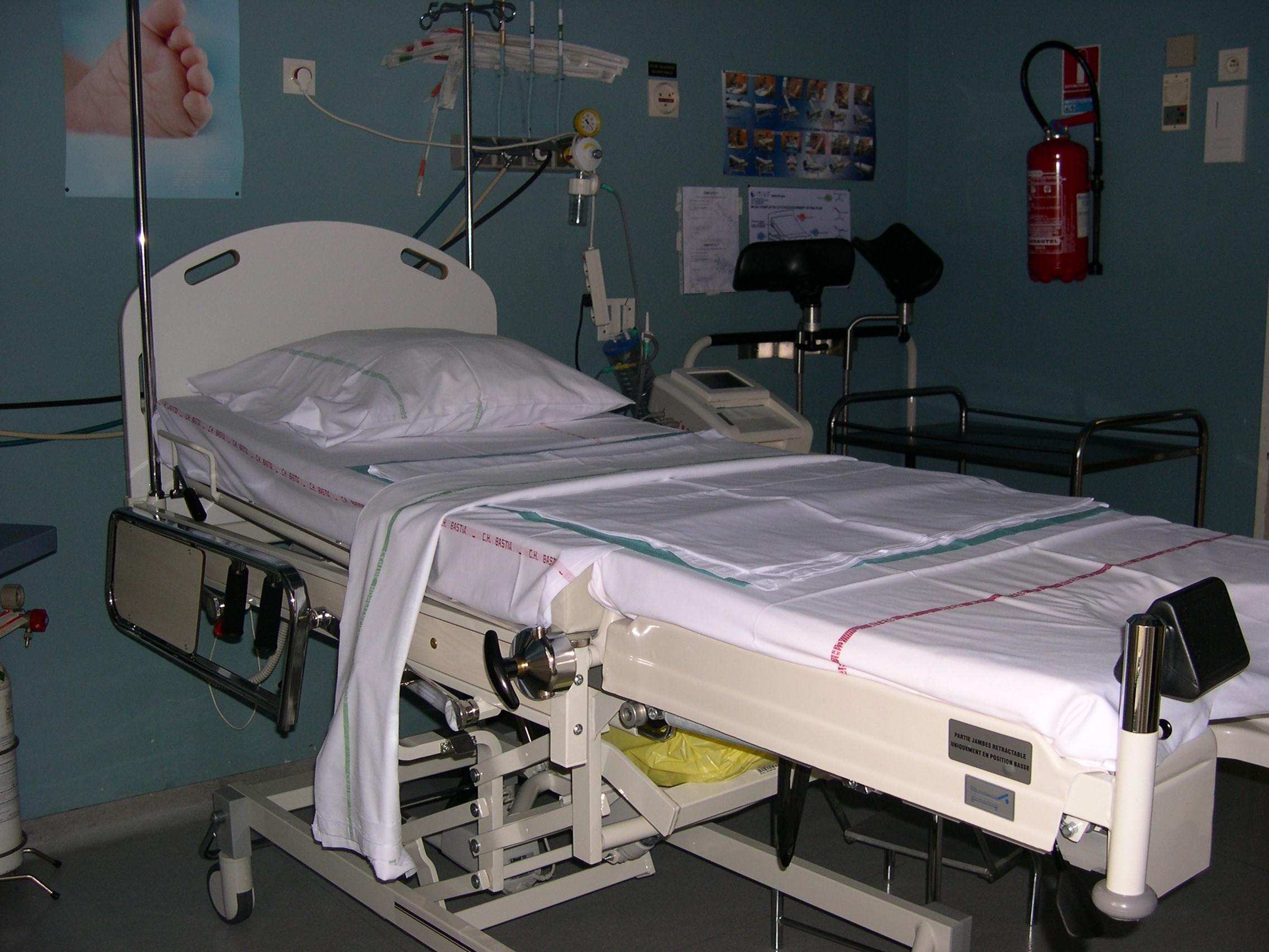table d'accouchement 1 2011.jpg