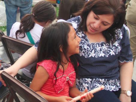 Diputada entrega unos apoyos en Mérida