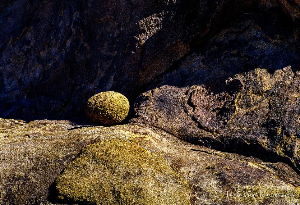 Granite Egg at Alabama Hills, CA.jpg