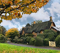 thatched cottage tour cotswolds.jpg
