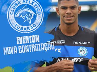 Lateral Everton reforça o Tubarão na Série D