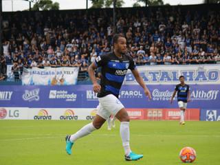 Com um gol sofrido nos últimos quatro jogos, Denilson elogia sistema defensivo