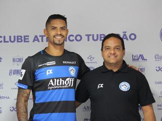 Destaque do Carioca, lateral Jeanderson é apresentado