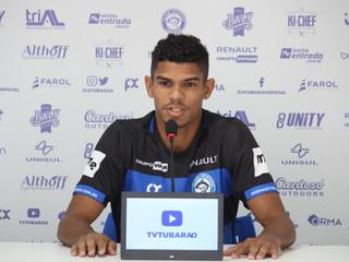 Vice-campeão Paranaense, lateral Everton é apresentado no Peixe