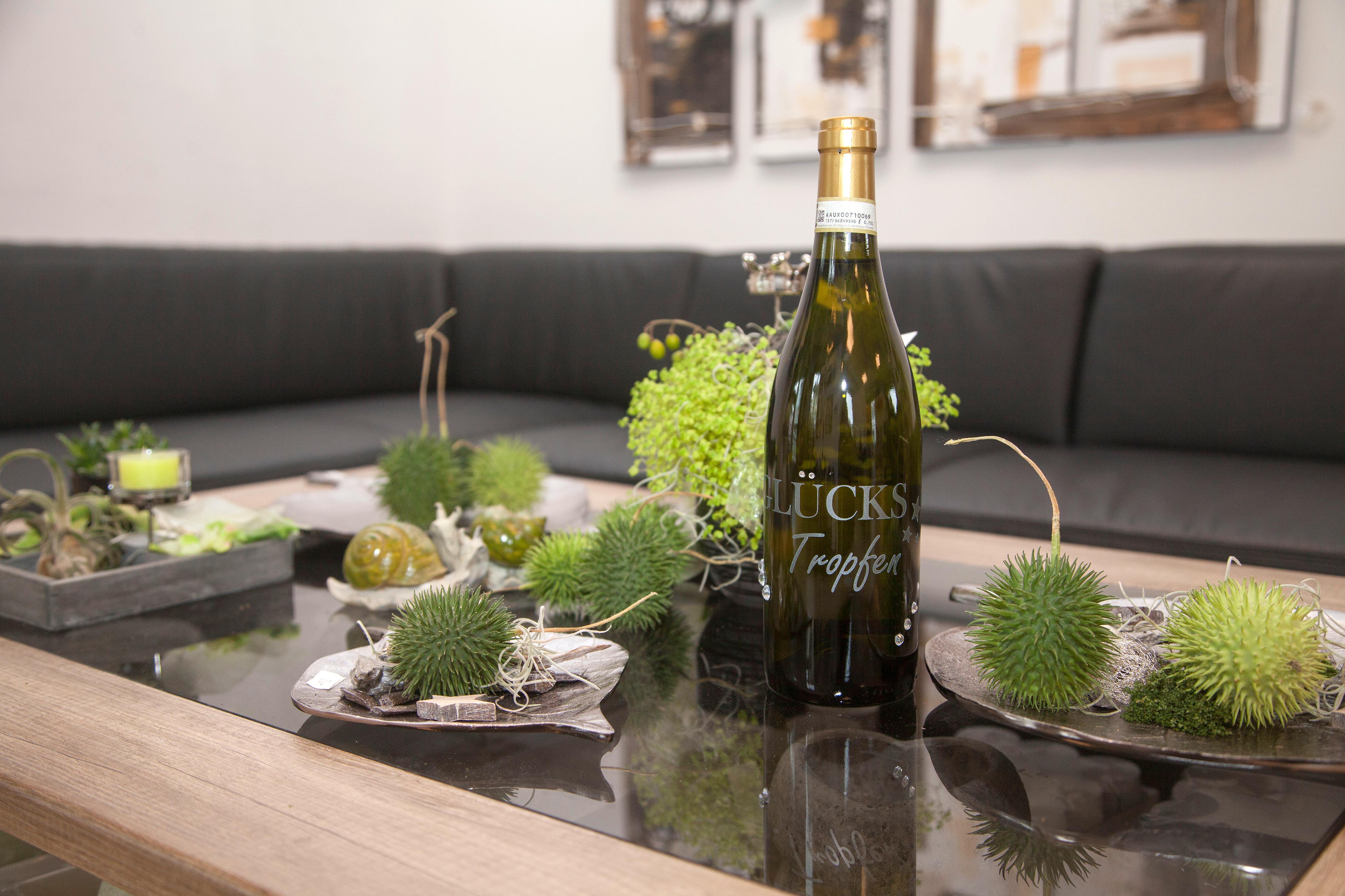 Weinflasche mit Dekoration