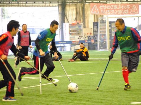 選手と一緒にキックオフ!アンプティサッカー