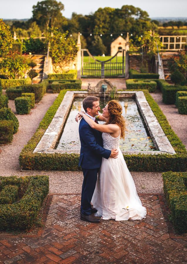 CG-467 Couple in wall garden.jpg