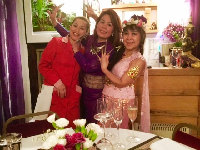 Thai dancers Siam 2