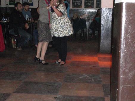 Tango in den Barrios von Buenos Aires - Tango in den Kneipen von Berlin