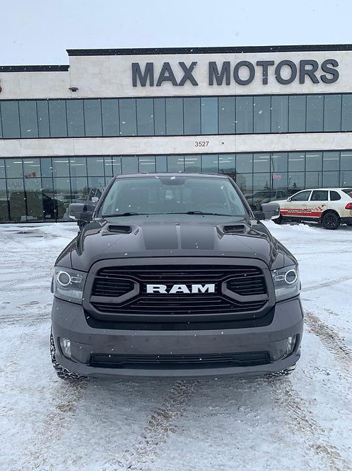 2018 Ram 1500 SPORT WITH RAM BOX FULLY LOADED LOW MILEAGE