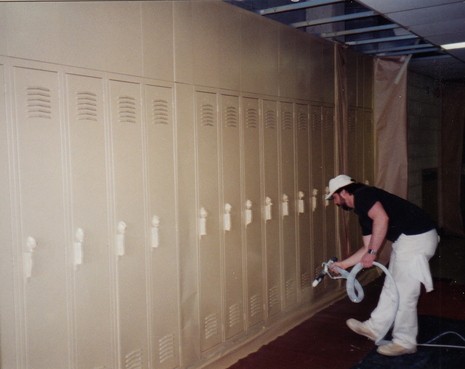 Electrostatic locker painting