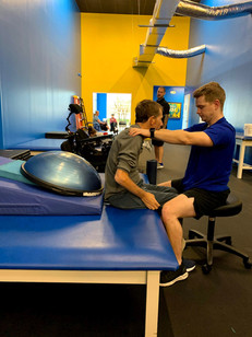 Our specialist Nathan Smeester is helping Tony Welker (SCI) on his core.