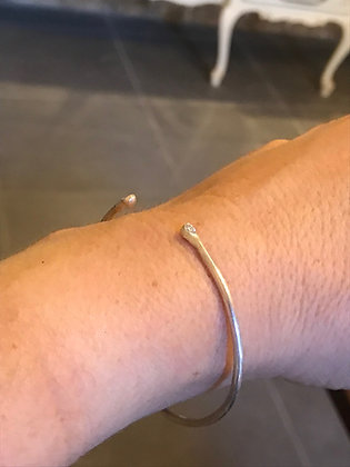Thin silver cuff bracelet, with 2 zircons