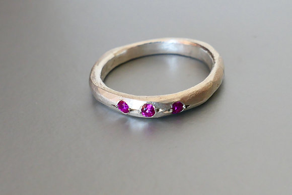Silver band ring with 3 Rubi Cubic Zirconia