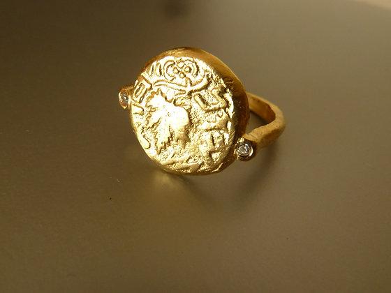 טבעת חותם משובצת בצפוי זהב